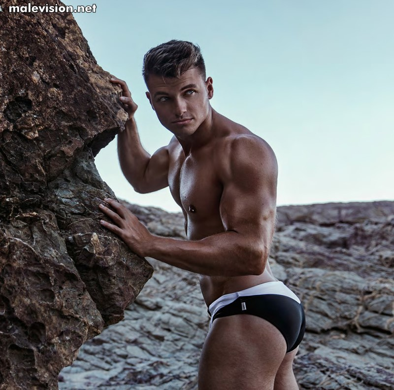 Maxamillian Small male fitness model naked