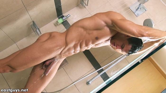 Kris Evans Showering 1