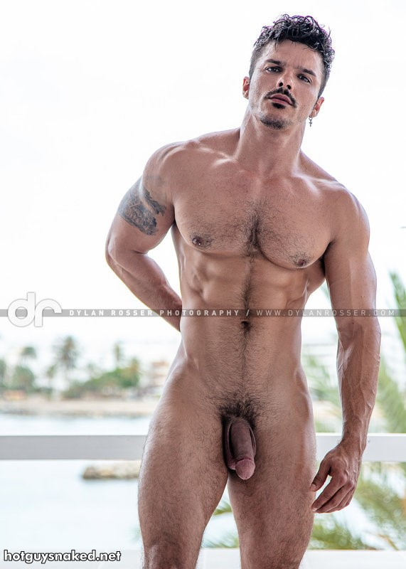 naked model Johnie Bravo